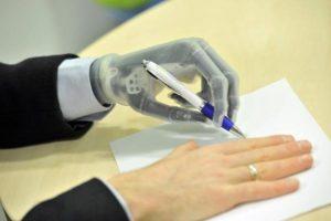 bioniczna dłoń