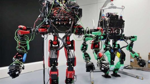 dwunożnymi robotami